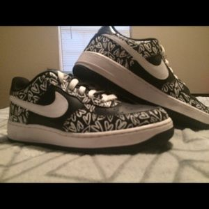 Black and white heart Air Force 1
